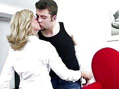 Sexy zrelá mamička prdeli tvrdo jej syn & s priateľom